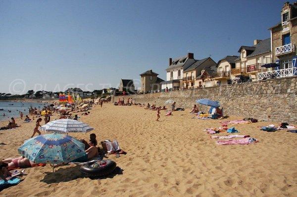 Beach and beautiful houses in Batz sur Mer