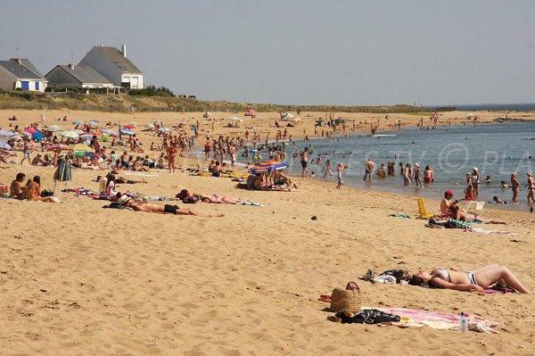 Beach in the bay of Barrière in Batz sur Mer
