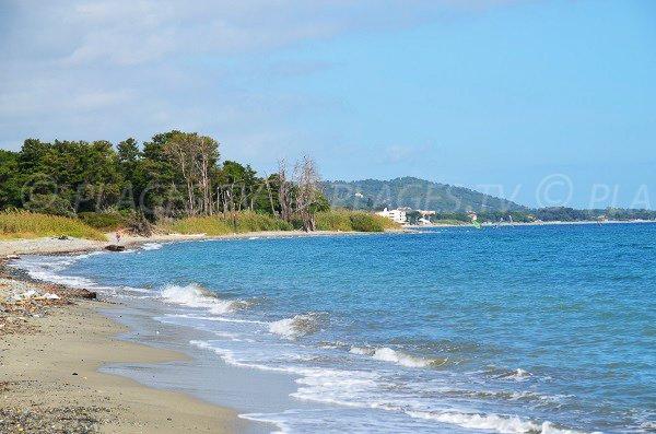All'estremità nord della spiaggia di Santa Maria Poggio