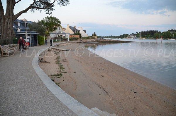 Promenade le long de la plage de Conleau à Vannes