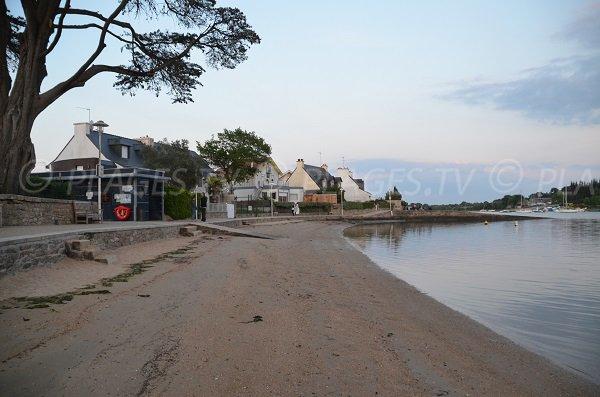 Vannes beach at high tide - France