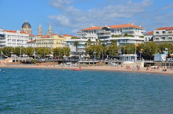 Spiaggia vicino al porto di Saint Raphael