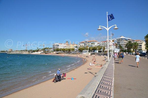 Promenade Coty à côté de la plage Veillat à St Raphaël