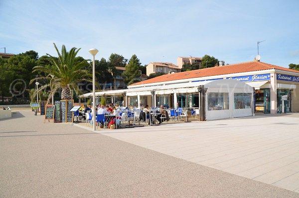 Restaurants sur la plage du Verdon à La Couronne