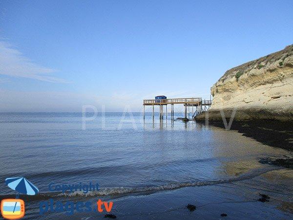 Carrelet sur la plage des Vergnes à Meschers sur Gironde