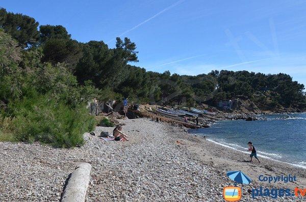 Shade on the Verne beach of La Seyne