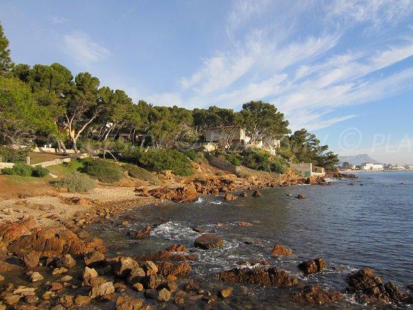 Plage de la Vernette avec vue sur la plage des Sablettes