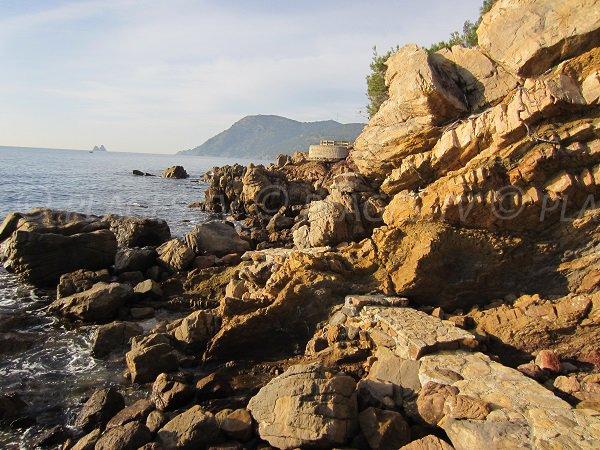 Access to Vernette beach in La Seyne and Cap Sicié view