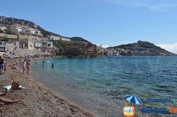 La Madrague depuis la plage de la Verrerie de Marseille