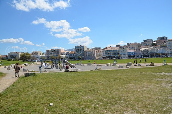 games for kids on Vieille Chapelle beach in Marseille