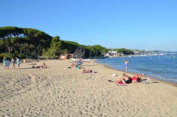 Spiaggia di sabbia a Port-Grimaud - Vieux-Moulin