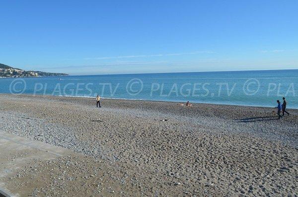 Plage avec du sable à Nice du Voilier