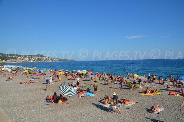 Plage du Voilier en été à Nice