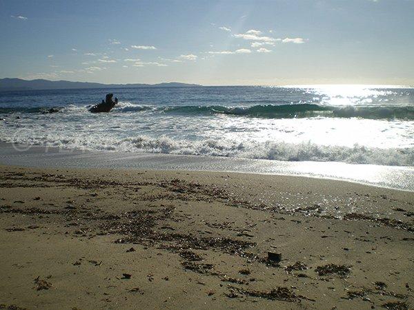 Plage de sable sur la route des iles sanguinaires à Ajaccio