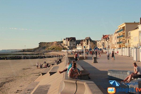 Digue promenade de Wimereux avec la plage