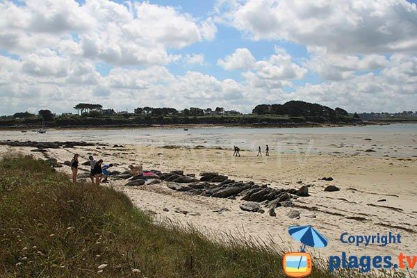Crique de sable autour de l'ile de Wrach à Plouguerneau