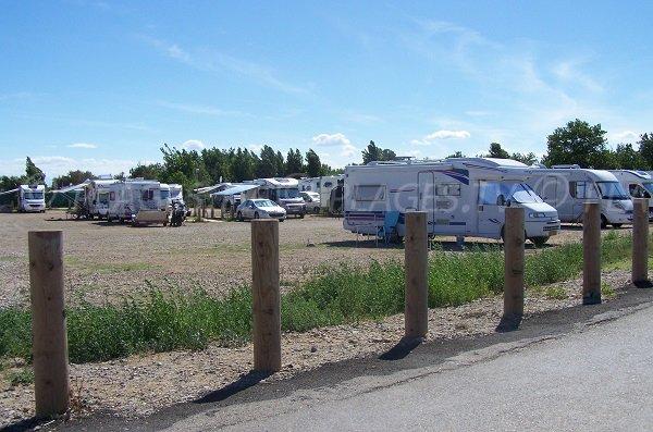 Aire de camping car à côté de la plage des cabanes de Fleury