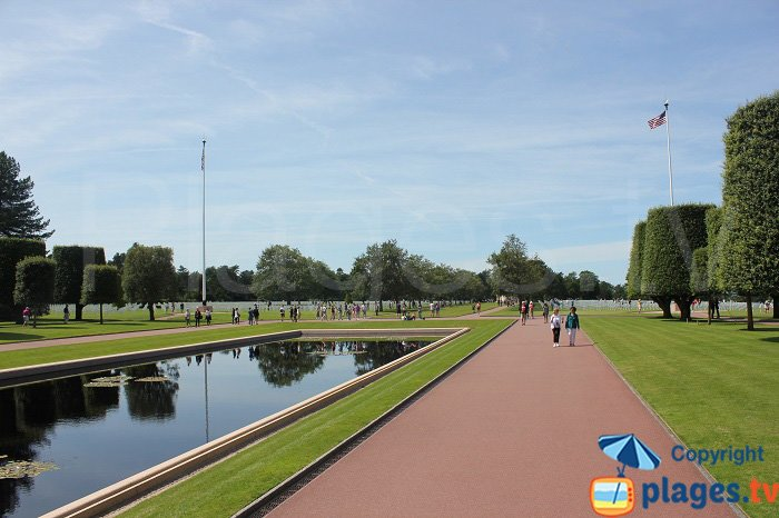 Plan d'eau dans le cimetière américain
