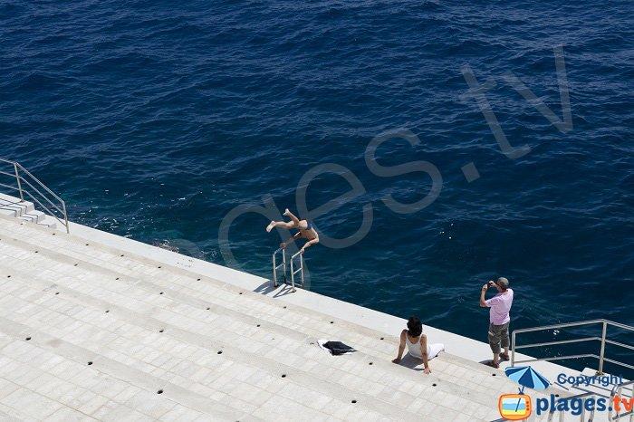 Plongeon au solarium de Monaco