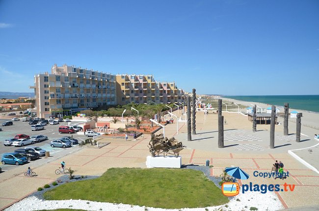 Barcarès centre near the Lydia with its buildings, its parks and the beach of the Argonautes