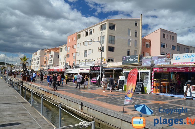 Port du Cap d'Agde avec ses restaurants