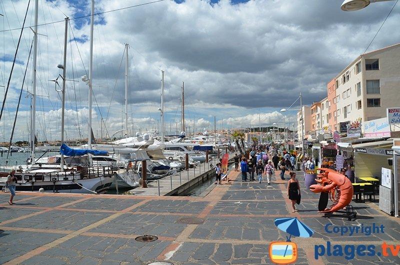 Port du Cap d'Agde avec les restaurants