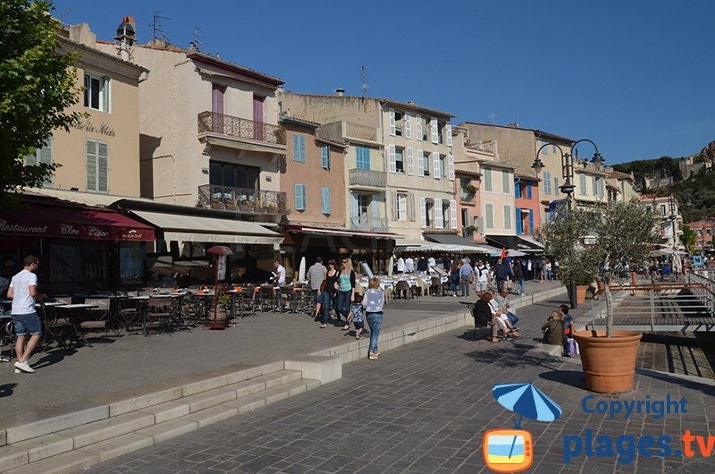 Port de Cassis avec son style provençal