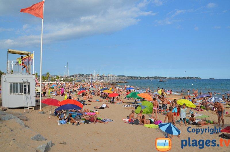 Plage de Port Fréjus en plein mois d'aout