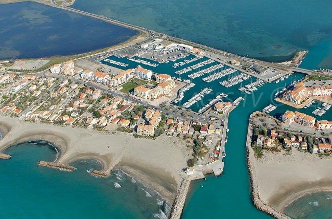 Vue globale du port et des plages de Frontignan