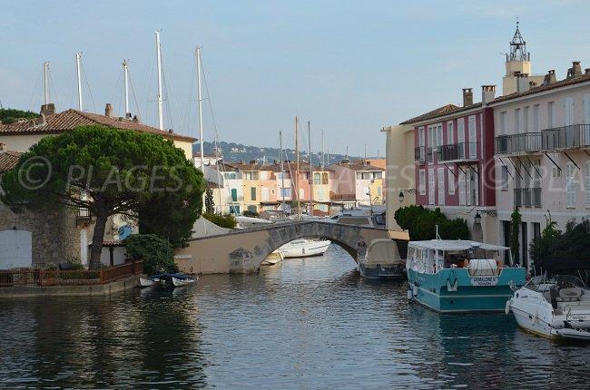 Port Grimaud avec ses canaux et son design provençal