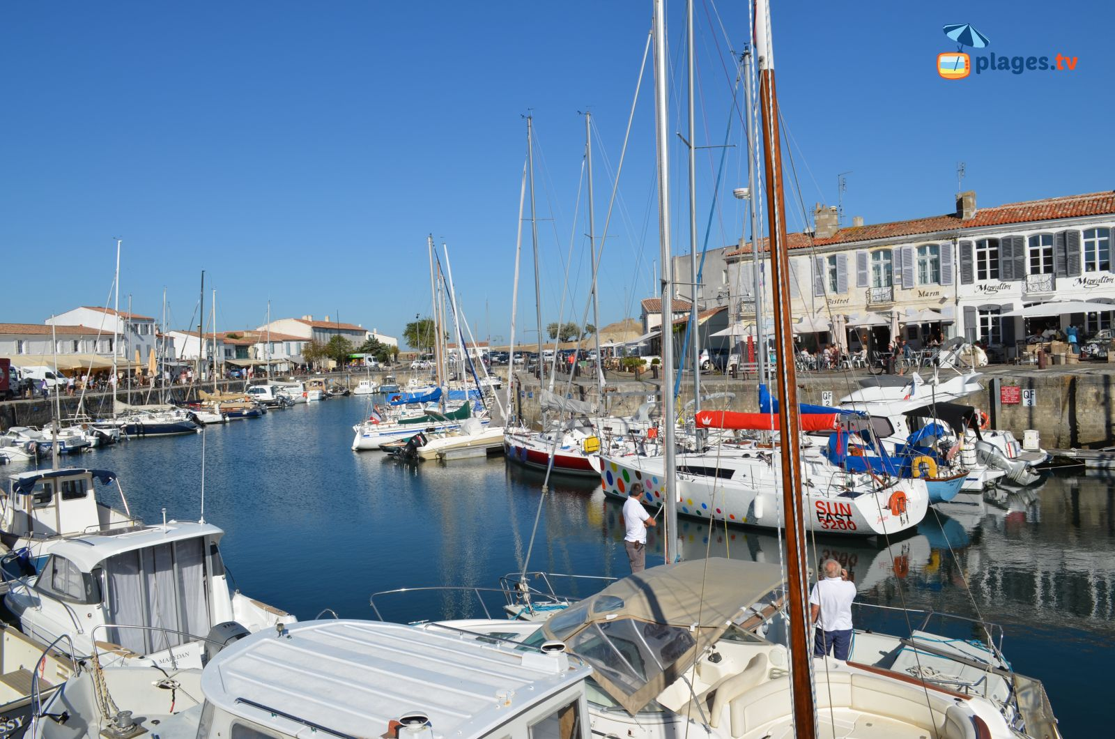 Vue sur le port de saint martin de ré