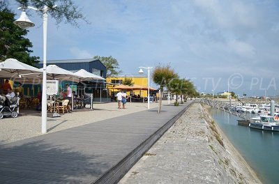 Port of St Denis d'Oléron with restaurants