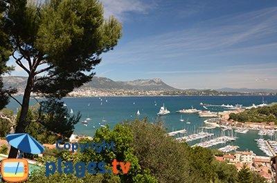 Port de Saint-Mandrier dans le Var avec vue sur la rade de Toulon