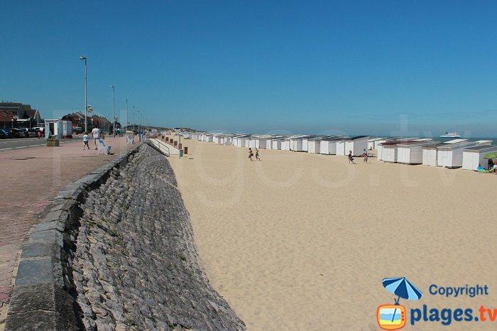pedestrian promenade along the beach at Calais