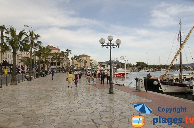 Promenade sur le bord de mer de Sanary