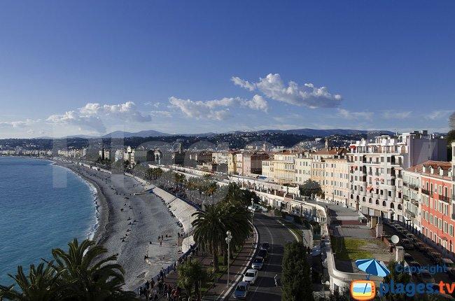 Quai des Etats Unis avec la plage et le Vieux Nice