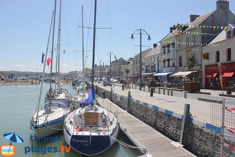 Quai de Port en Bessin dans le Calvados