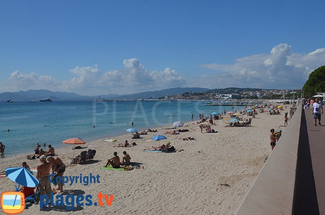 Reensablement de la plage de Cannes