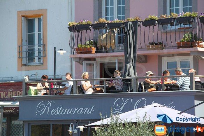Restaurant autour du port du Palais