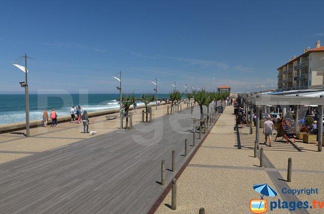 Restaurants et promenade piétonne à Anglet-Plage