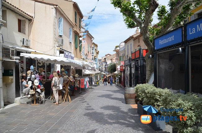 Street of Ste Maxime with many restaurants