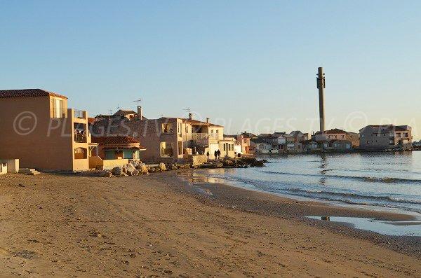 Plage de Fos avec des maisons provençales