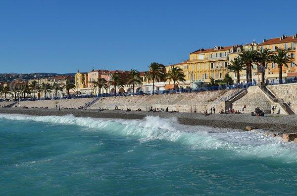 Bella vista delle spiagge di Nizza - sito di Bains de la Police