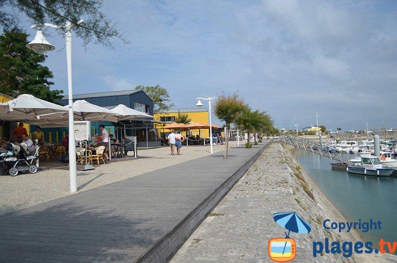 Port de St Denis d'Oléron avec ses restaurants