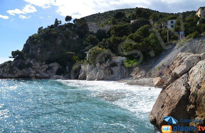 St Laurent d'Eze: une plage restée sauvage