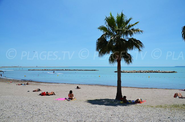 St Laurent du Var: un morceau de plage en sable