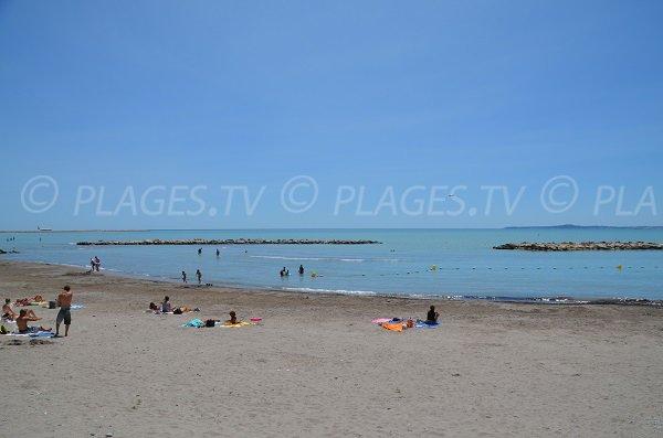 Plage de sable à St Laurent du Var - mer peu profonde