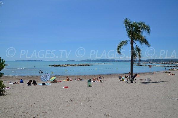 Plage de sable à St Laurent du Var - plage des Goelands
