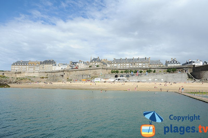 Saint Malo au niveau de la plage de Bon Secours