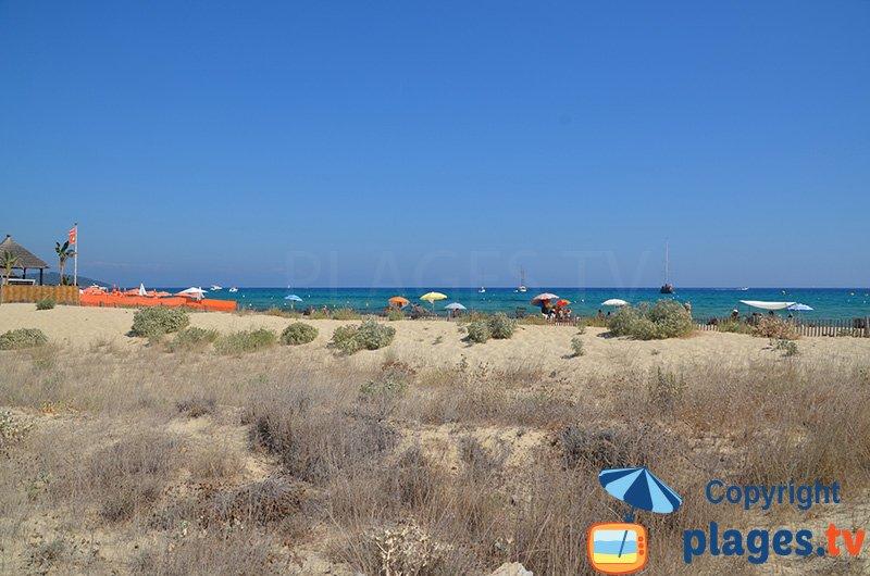 Plage de Pampelonne avec ses petites dunes